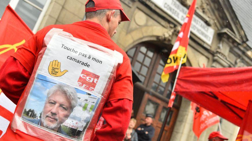 Manifestation de soutien à José Dessilly devant le conseil des prud'hommes de Valenciennes
