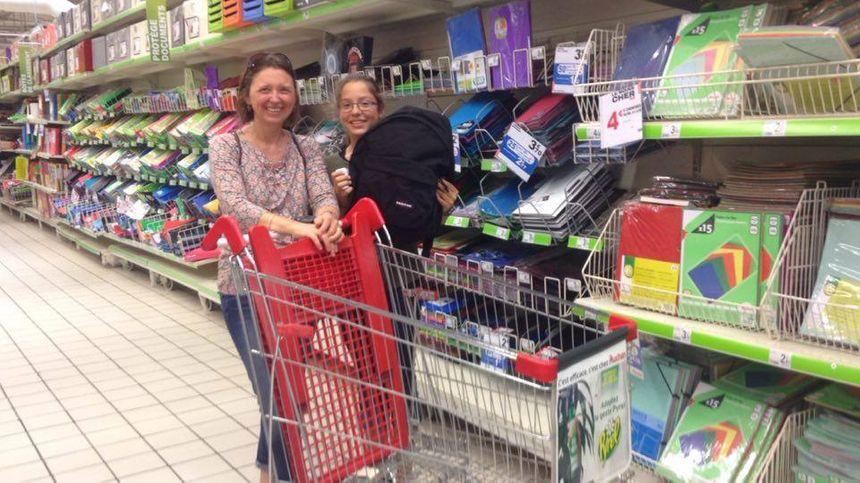 Les parents gèrent le gros des achats pendant que les enfants choississent leur sac à dos  - Radio France