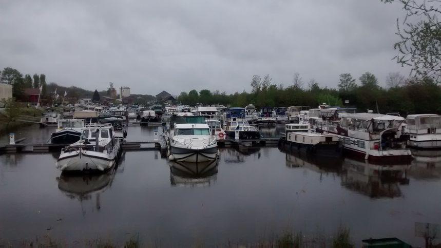 Les bateaux amarrés à Saint-Jean-de-Losne