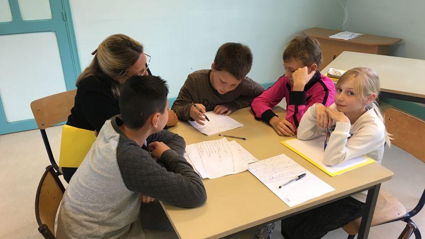 Vingt enfants âgés de 10 à 11 ans participent au stage de pré-rentrée.