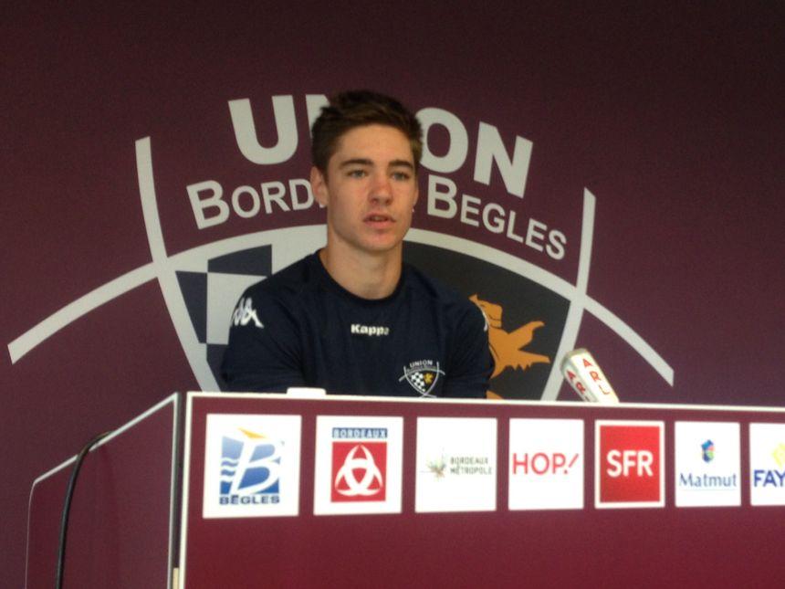 Première conférence de presse pour le tout jeune Geoffrey Cros. - Radio France