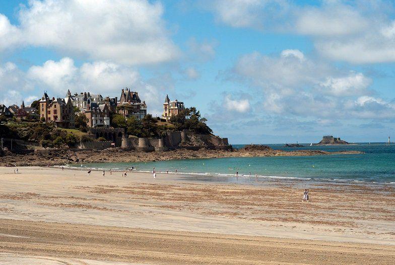La Bretagne attire toujours plus de touristes. - Radio France