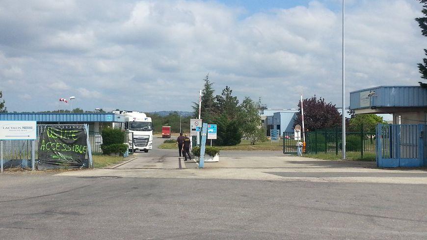 Le site Lactalis a rouvert ses portes, les camions peuvent en sortir plein de marchandises.