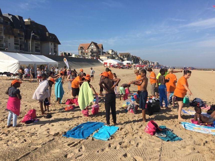 Grosse intendance sur la plage de Cabourg pour la journée des oubliés des vacances - Radio France