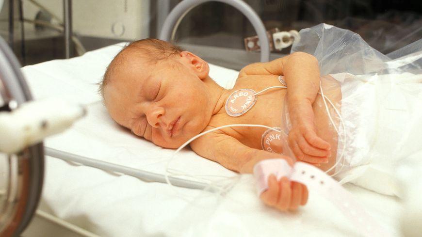 bébé sous soins
