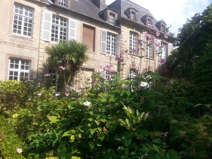 Le jardin à la française de l'Hôtel de Grandval-Caligny - Radio France