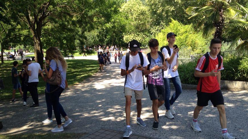 Dans le jardin japonais et partout dans Toulouse, on croise des chasseurs de Pokémons partout.