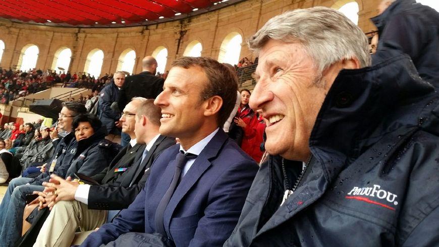 Emmanuel Macron et Philippe De Villiers assistent au Signe du Triomphe