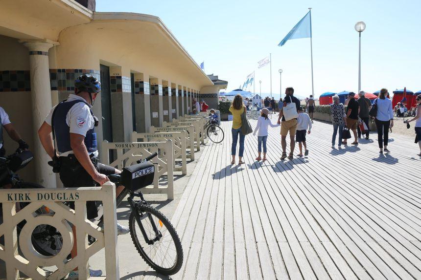 James Franco, Michael Moore et Douglas Kennedy vont venir fouler les planches de Deauville en septembre. - Maxppp