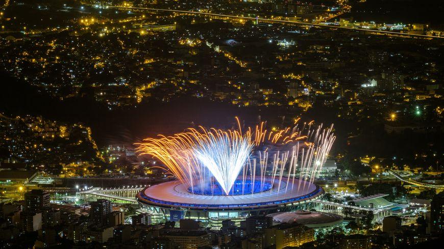 Au stade Maracana, ultimes tests pour les feux d'artifice avant la cérémonie d'ouverture des JO de Rio