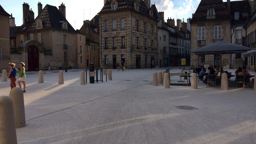 Les rues Charrue et Piron sont maintenant piétonnes, ainsi que les places des Cordeliers Jean-Macé.