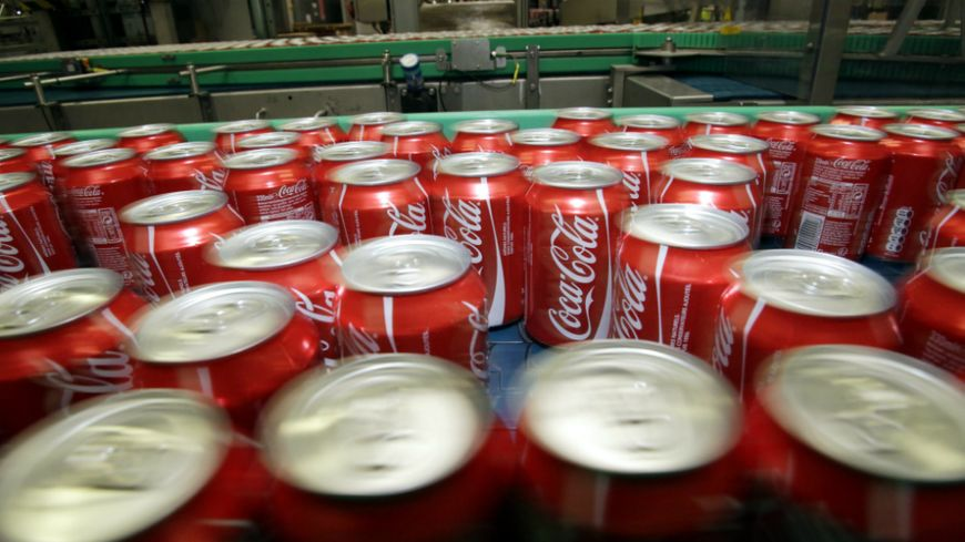 Chaîne d'une usine Coca Cola (Illustration)
