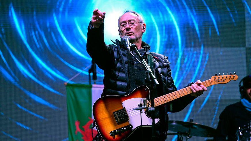 Le chanteur Michael Jones présente ses excuses au sous préfet de Montreuil-sur-Mer dans le Pas-de-Calais
