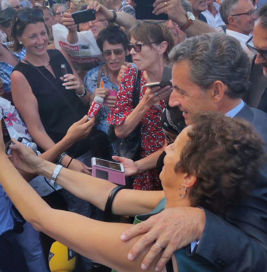 Beaucoup de fans pour encourager le candidat Nicolas Sarkozy - Radio France
