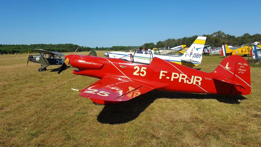 Toute la journée, les spectateurs ont pu admirer les avions exposés à l'aerodrome.