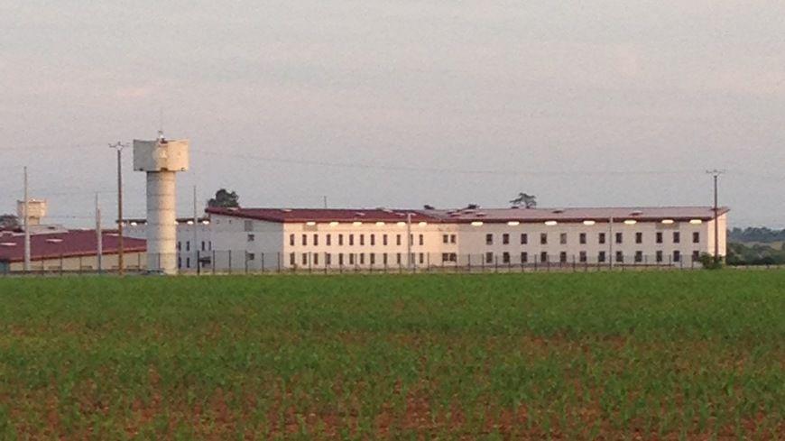 Le prévenu est retourné à la prison de Vivonne pour purger sa peine.