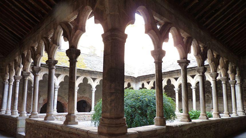 Dans le monastère del Camp, Pasa  - Aucun(e)