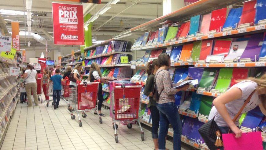 Dans un supermarché à Hautepierre, certains parents ont pris les devants pour éviter le rush de fin août