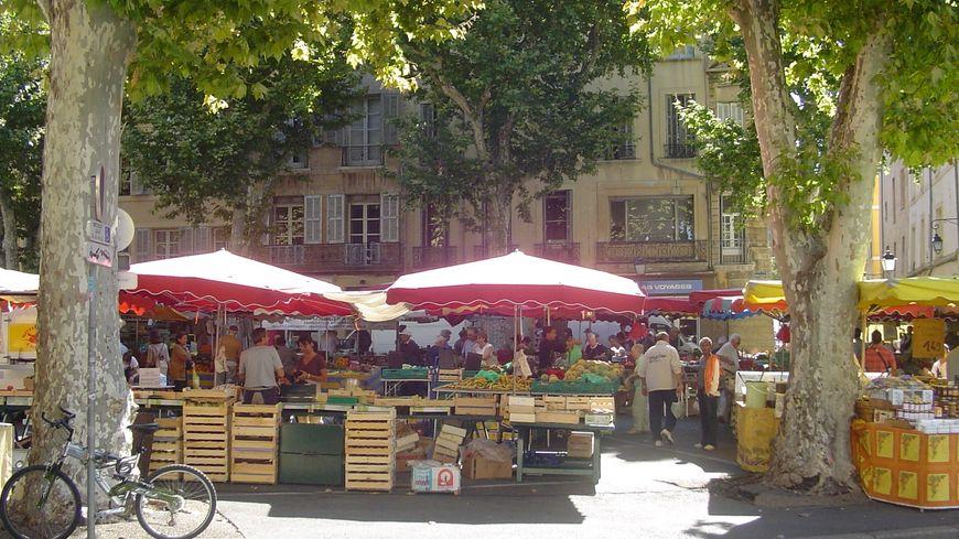 Le marché de la place des Prêcheurs.