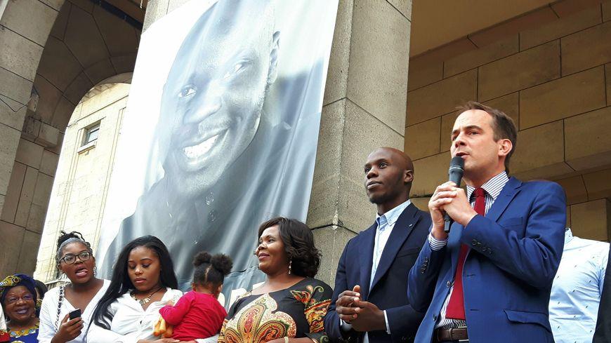 Moussa Ybn YAcoub et le maire de Montreuil, Patrice Bessac, mercredi 10 août