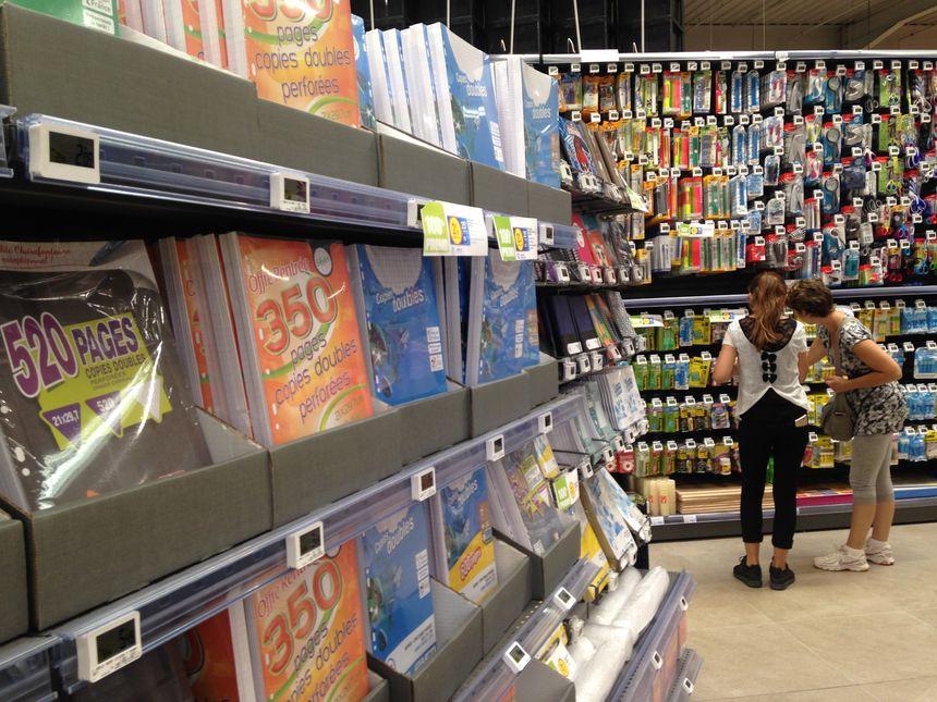 Négociation dans les rayons pour trouver des fournitures ludiques et pas chères  - Radio France