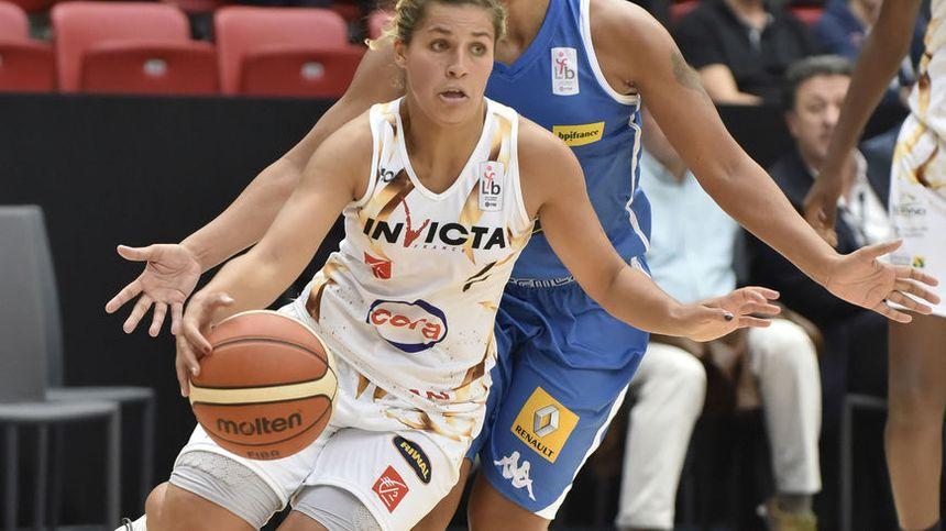 La basketeuse de Charleville-Mézières, Amel Bouderra. - Maxppp