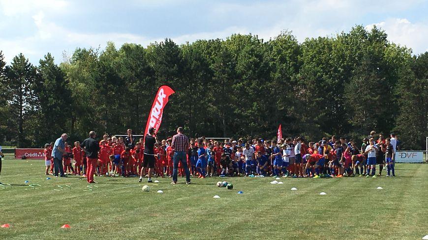 190 petits fans du DFCO prêts pour l'entraînement !