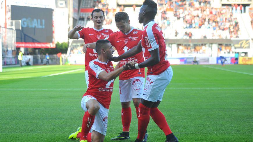 Maupay a marqué son troisième but en trois match