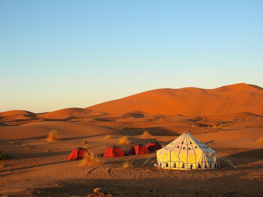 Le désert saharien, terrain de jeu de Jean-Louis et Odette Bernezat - Fotolia