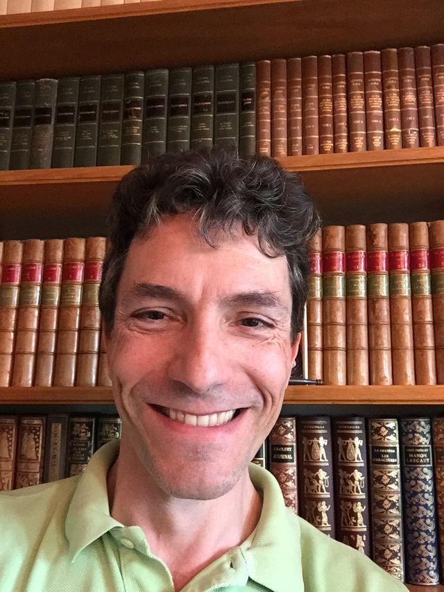 Marc Trévidic dans sa bibliothèque