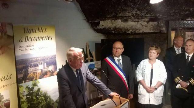 Jean-Marc Ayrault à la cave des producteurs de Montlouis-sur-Loire
