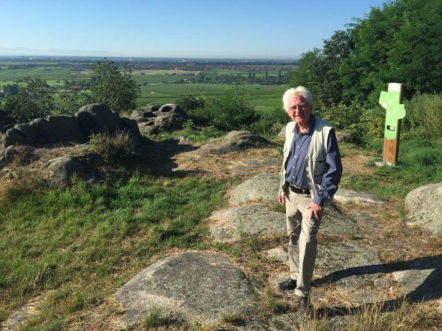 Charles Laugner devant le Rocher des Celtes - Radio France