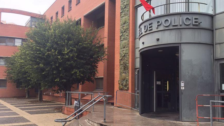 L'hôtel de police de Toulouse, le long du Canal du Midi
