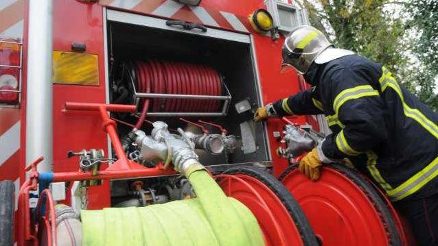 Des dizaines de pompiers sont intervenus pour éteindre le brasier
