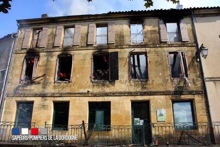 Le feu a détruit plusieurs bâtiments à Sainte Alvère - Aucun(e)