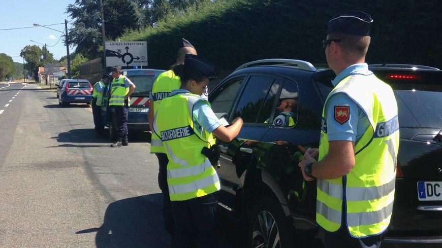 En une heure, les gendarmes et réservistes ont contrôlé une quinzaine de véhicules.