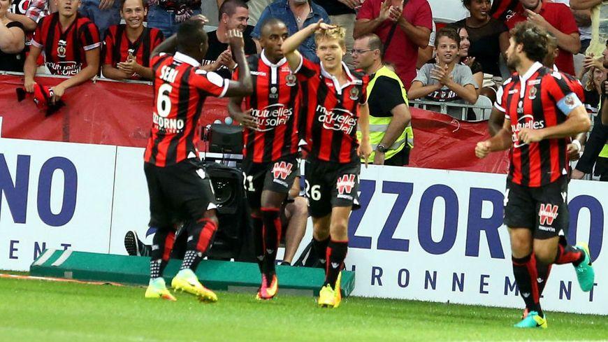 Le Niçois Vincent Koziello (au centre) a marqué son premier but de la saison face à Lille.