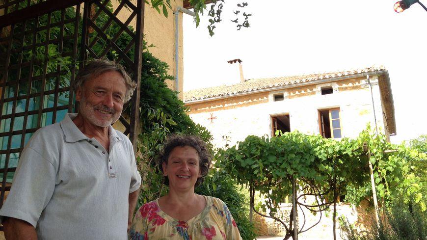 Dominique et Brigitte Garos-Pabois, propriétaire du gîte de l'esperluette à Fonchy