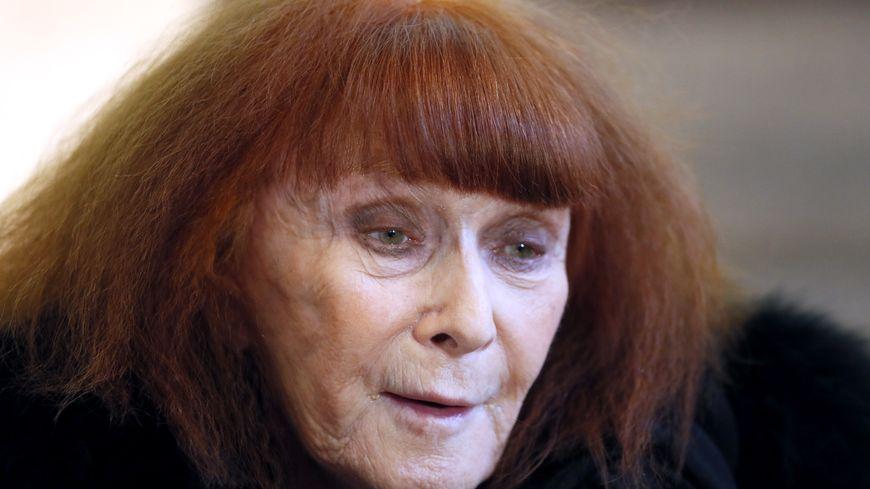 Sonia Rykiel s'est d'abord fait connaître dans les années 60 avec son pull noir moulant