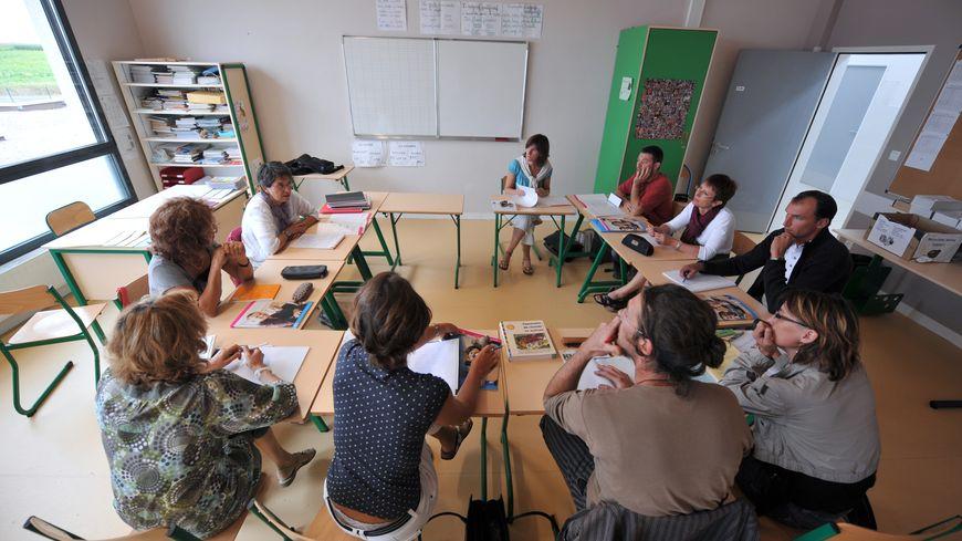 Les professeurs reprennent leurs cartables ce mercredi.