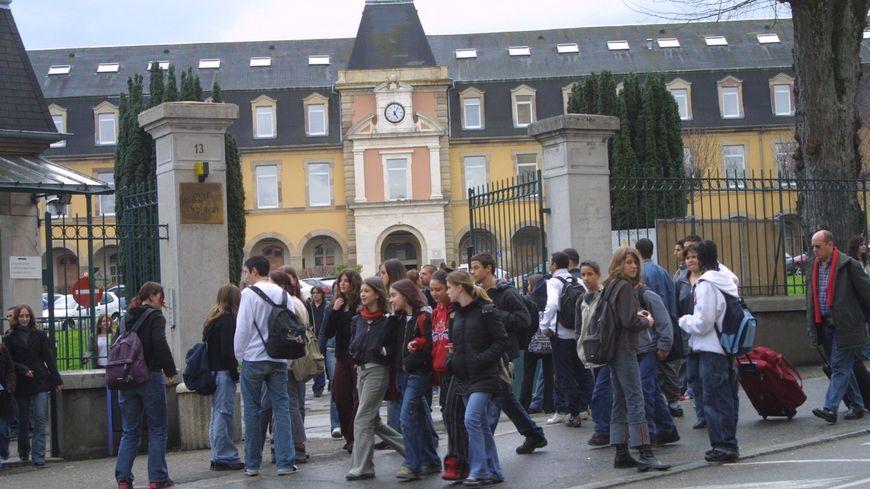 La sortie de classe des élèves du collège Bartholdi à Belfort