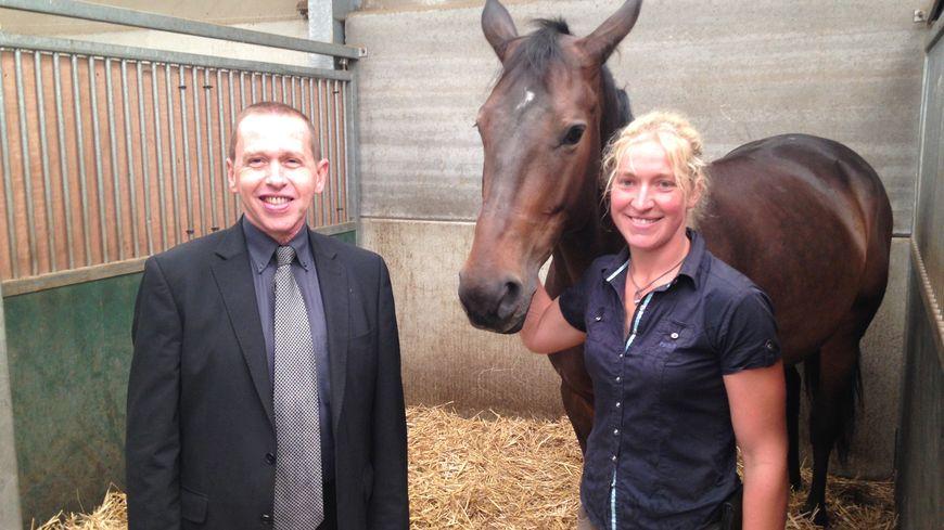 Le sous-préfet de Douai, Jacques Destouches, aux côtés d'Anne-Christine Bafcops propriétaire du Horse Club