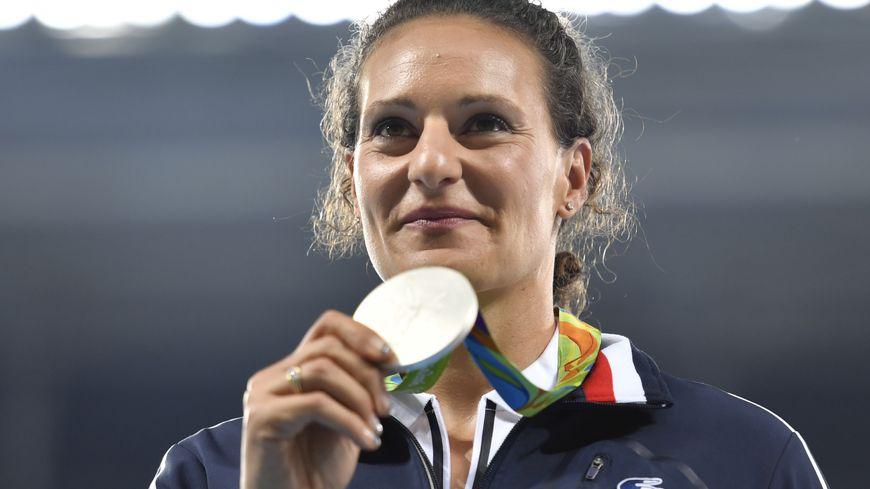 Mélina Robert-Michon sur le podium des Jeux Olympiques de Rio