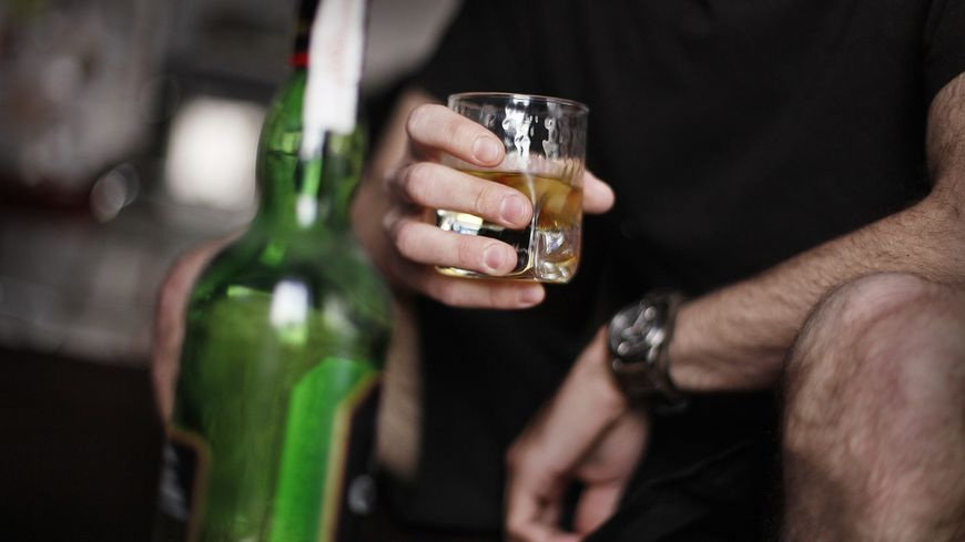De la MDMA, un dérivé de l'ecstasy, a été retrouvé dans la bouteille de whisky
