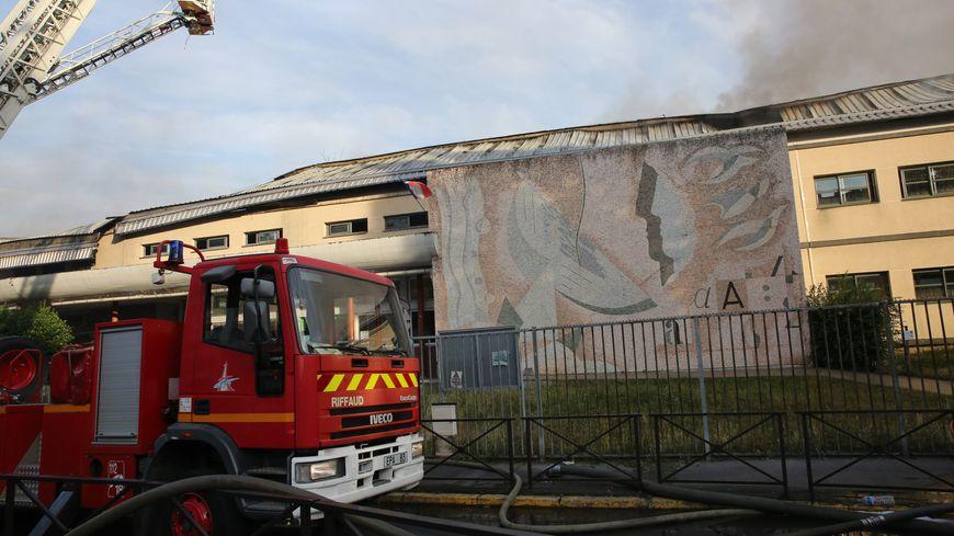 Aucune piste écartée après l'incendie de l'école Makarenko, à Vitry-sur-Seine