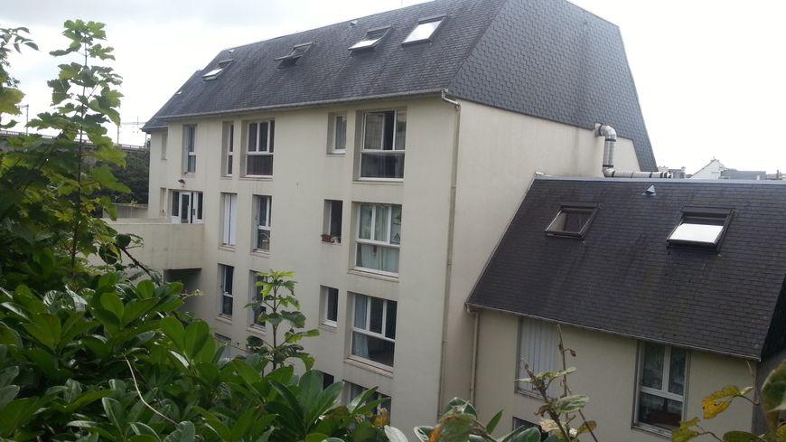 Ce matin les policiers s'affairent dans cet immeuble de la rue Abbé Garnier à Saint-Brieuc