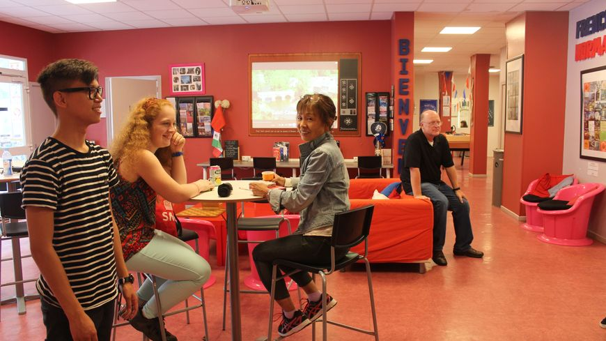 Dans la salle commune de French in Normandy à Rouen, des étudiants d'une vingtaine de nationalités se côtoient chaque jour.