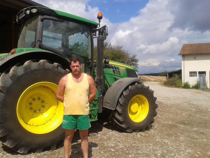 Chez Pascal Curnil, agriculteur à Bonnefamille, un tiers de la récolte - Radio France