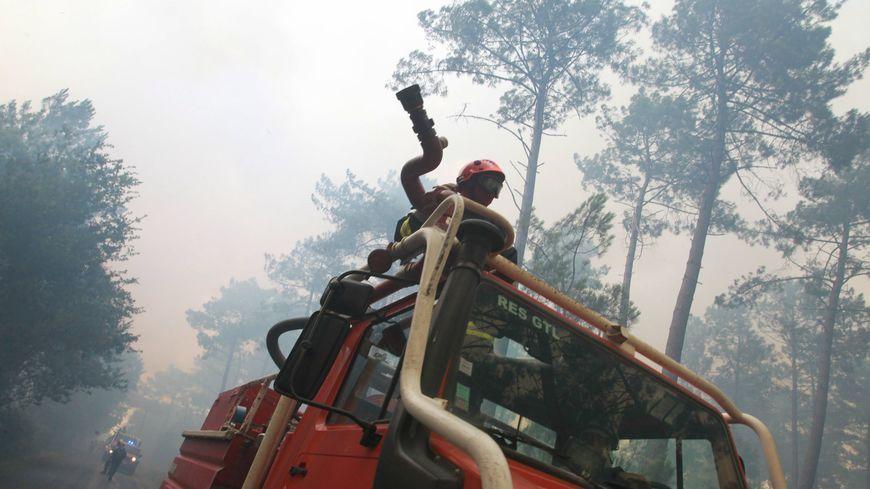 Des pompiers mobilisés sur un incendie