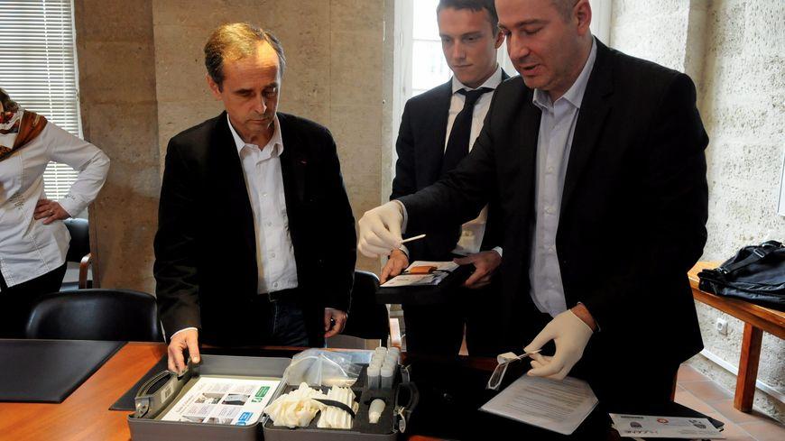 Le maire de Béziers présentait le dispositif de fichage des chiens en avril dernier